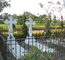 Agabeg graves at day, Tangra Church, S. Calcutta